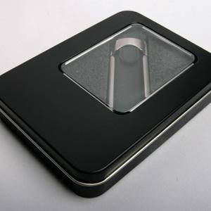 Флешка в кожаном корпусе с металлическими вставками